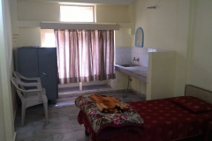 Parmarth Niketan 600-rupee room